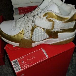 Air raid Nike size 9 like new for 65 bucks
